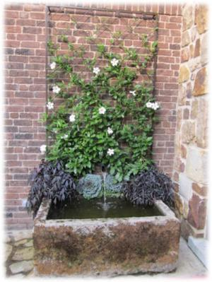 Diamon style trellis with fountain